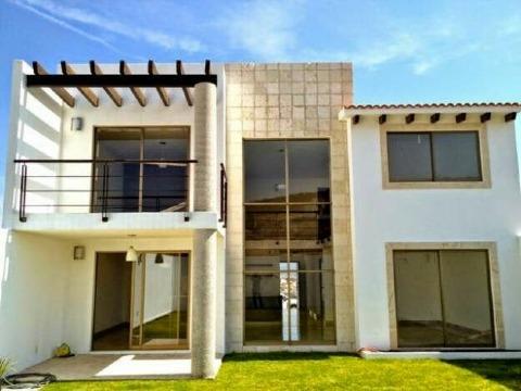 fachadas de casas con balcones modernos pequeños
