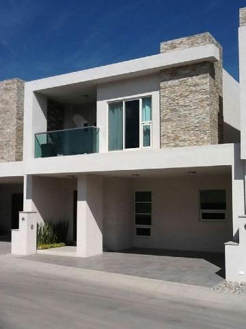 fotos de fachadas de casas con balcones modernos