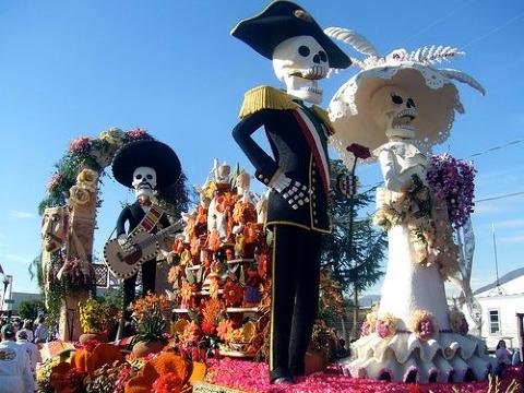 tradiciones mexicanas dia de muertos calaveras