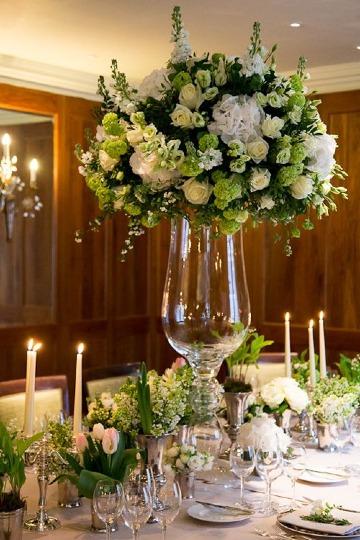 centros de mesa con floreros elegantes