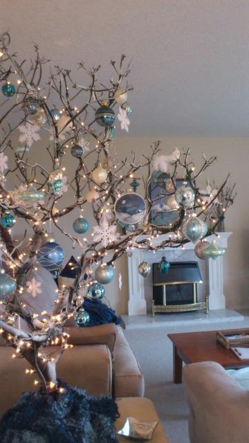 como decorar un arbol seco para navidad