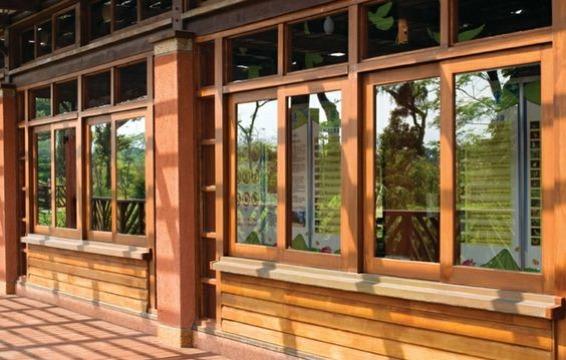 diseños de ventanas de madera grandes