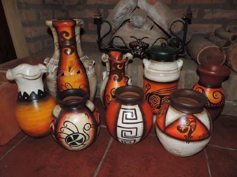 imagenes de jarrones de barro decorados