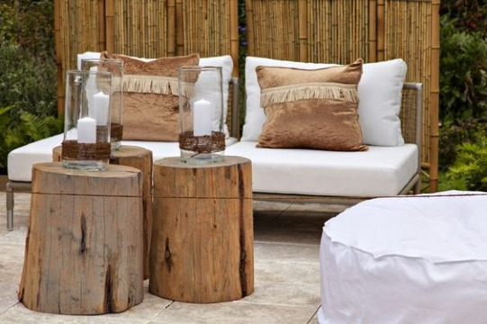 muebles con troncos de madera para jardin