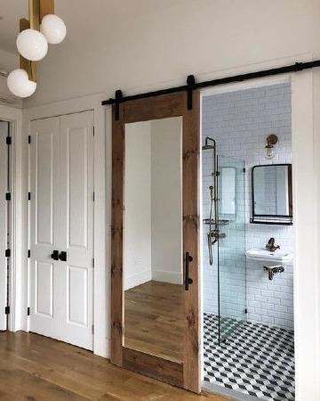 puertas de baño de madera con espejo
