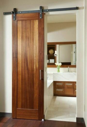 diseños de puertas para baño en madera