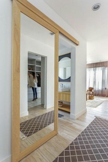 diseños de puertas para baño modernas