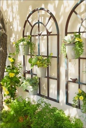 paredes de jardin decoradas con macetas