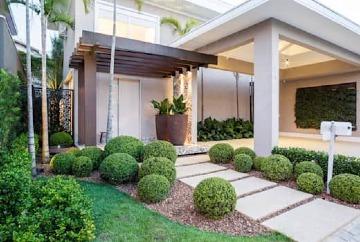 jardines de entrada de casa grande