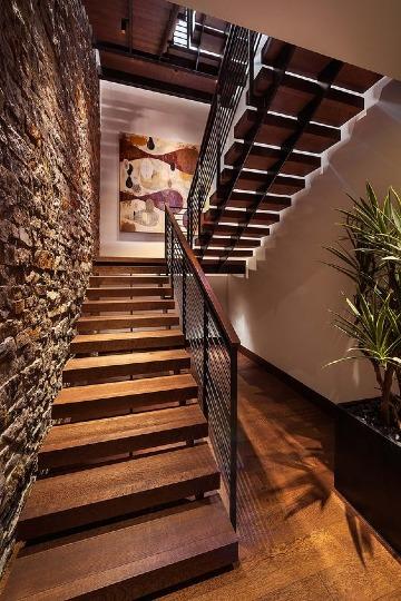 imagenes de escaleras de metal y madera