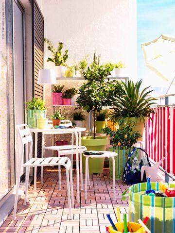 decoración de terrazas interiores con flores