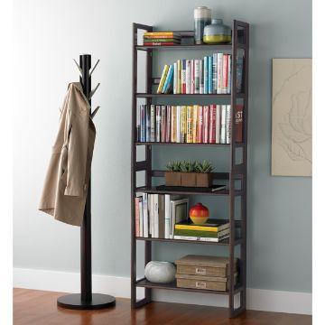 estantes de madera para libros espacios pequeños