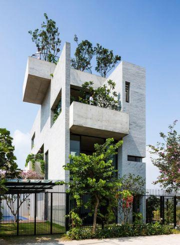 fachadas de casas de tres pisos verdes