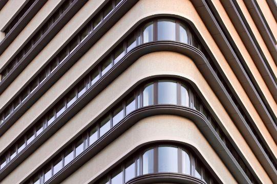 fachadas en esquinas de casas arquitectura moderna