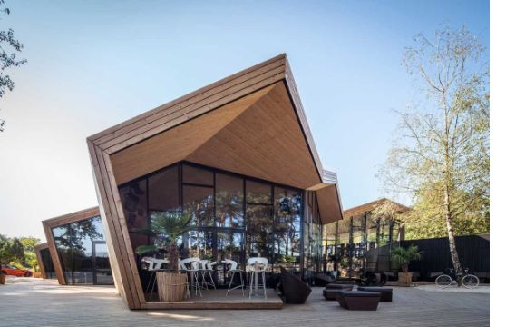fachadas de bares y restaurantes modernidad