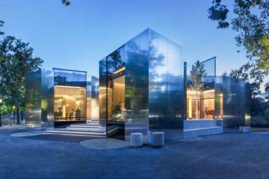 fachadas modernas para restaurantes en plazas