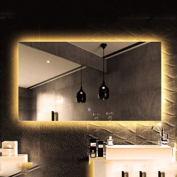 habitaciones con espejos en la pared con luz