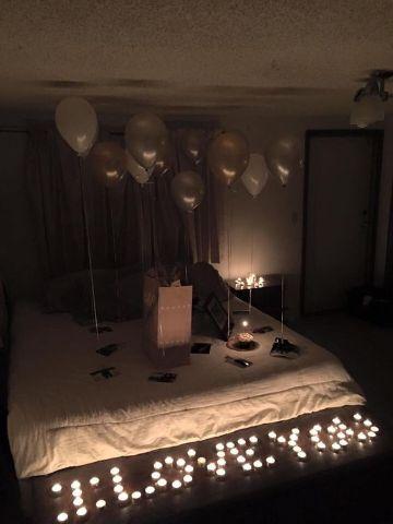 decoraciones romanticas en habitaciones con luces