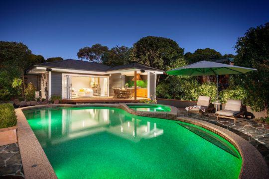 casas con piscina y jardin modernas