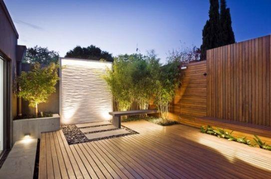terrazas de diseño moderno con muros de piedra