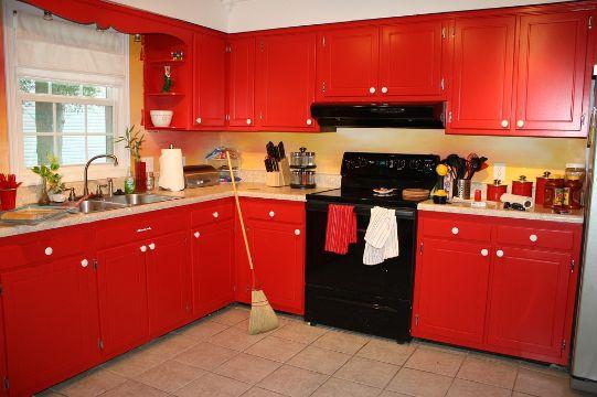 cocinas rojas con negro clasicas