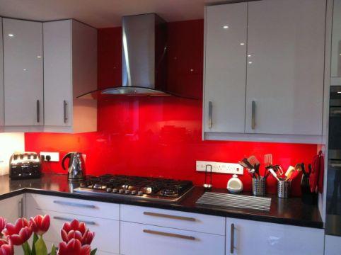 cocinas rojas con negro modernas