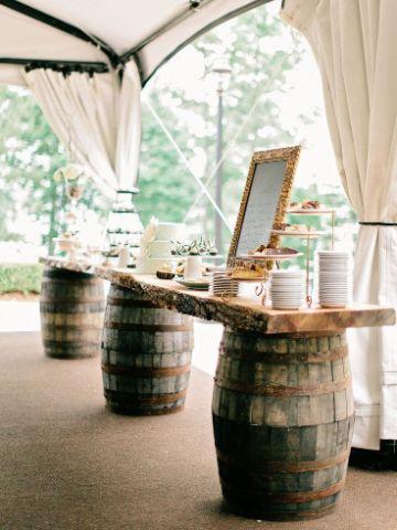 decoracion con barriles de madera para fiestas