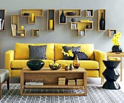 decoracion de salas en gris y amarillo con repisas