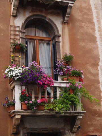 balcones de casas rusticas con flores