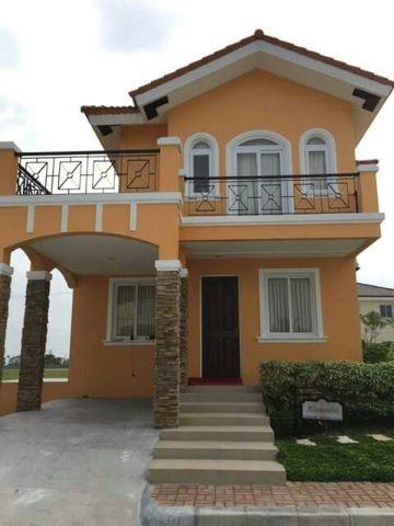 fachadas de casas de dos pisos clasica con colore originales