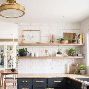estantes de madera para cocina a modo de repisa