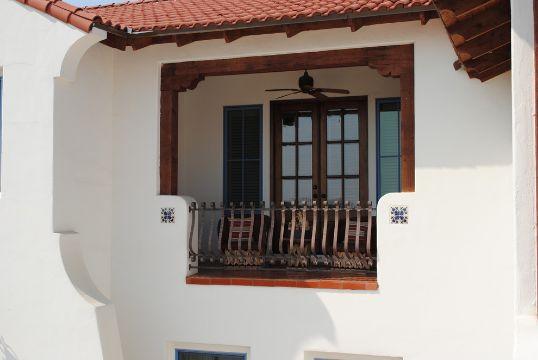 balcones coloniales en madera acondicionados