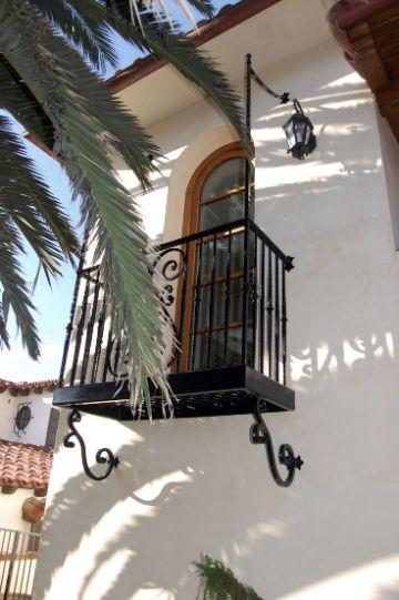 balcones coloniales en madera pequeños de metal