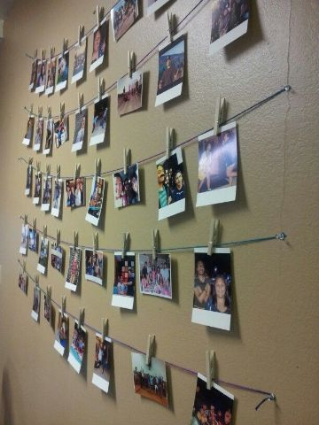 como colocar cuadros en la pared lazos y pinzas para fotos