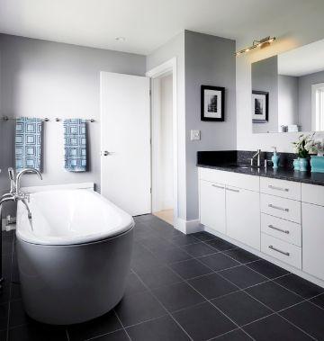 baños con piso negro y con dos tonos