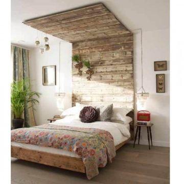 cabeceros de cama de madera que invaden el techo