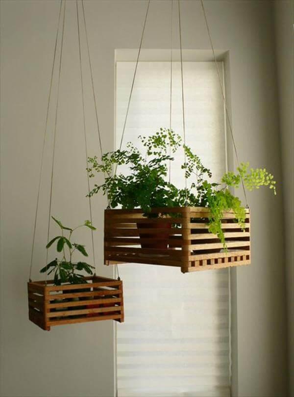 macetas colgantes recicladas con cajas de madera