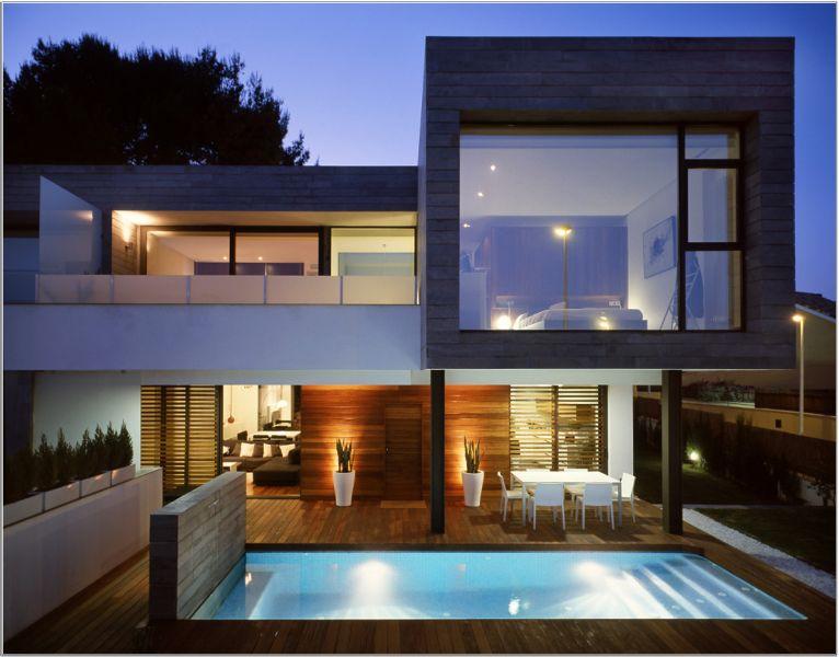 casas con ventanas grandes de dos pisos