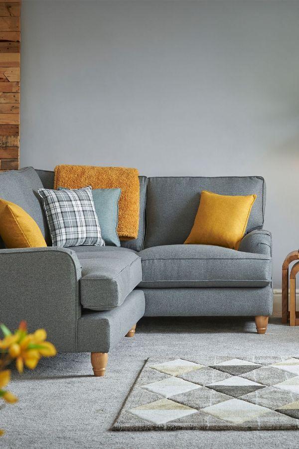 cojines para sofa gris tonos calidos
