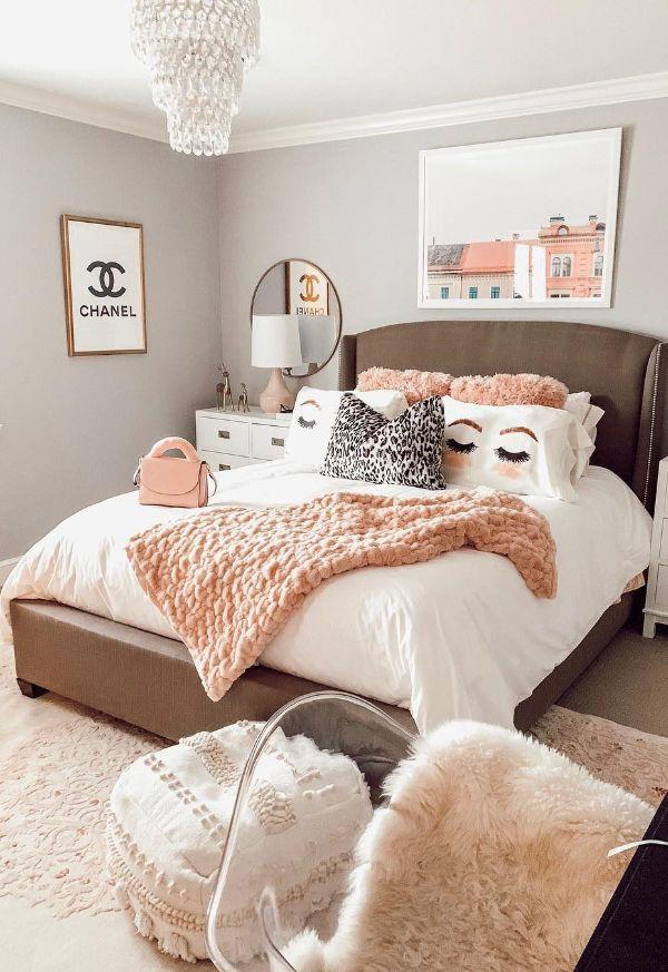 cuarto moderno para mujer cojines y otros adornos