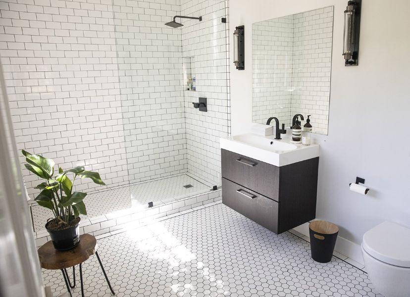 decoración para paredes blancas baños