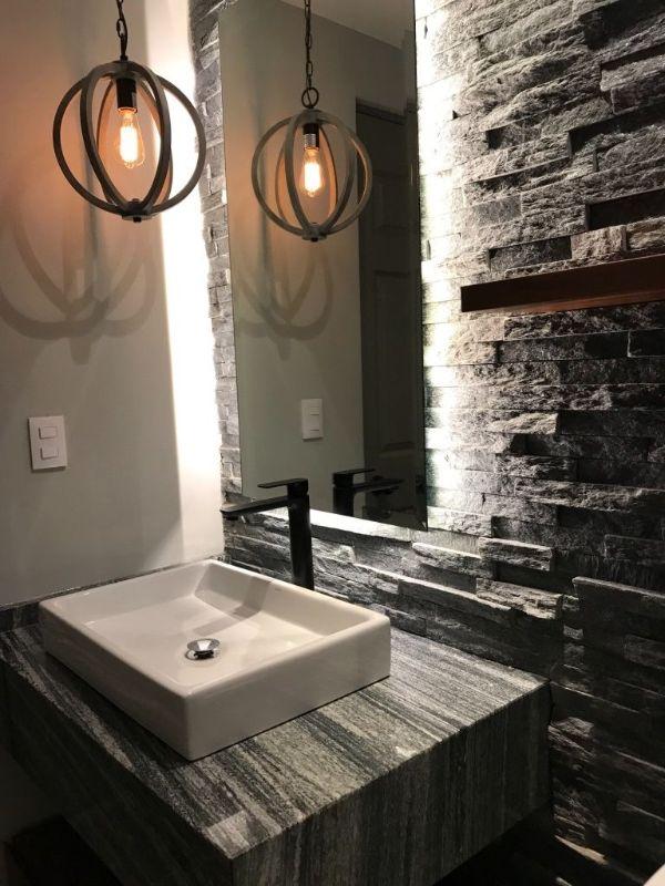 modelos de enchapados de baños con piedra