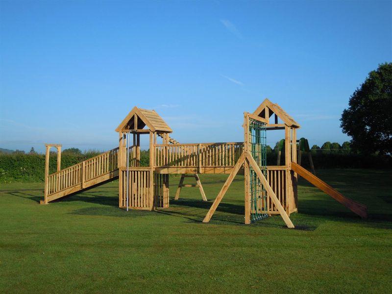 casitas de madera para niños juegos en parques