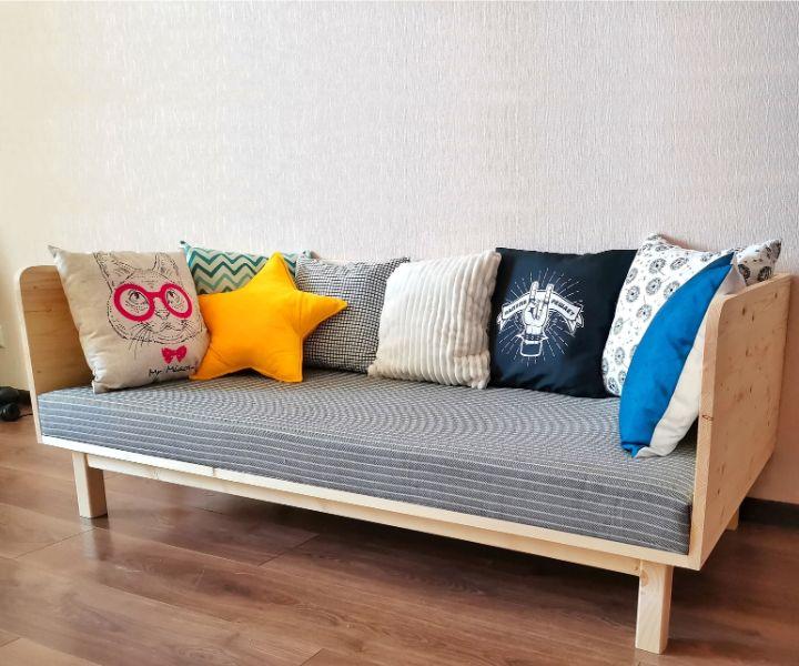 sillones de madera con cojines modernos diseños