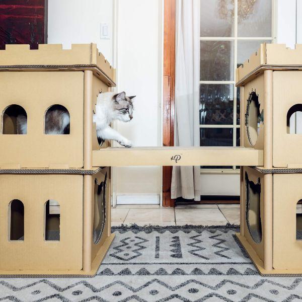 casas para gatos de carton en forma de castillo