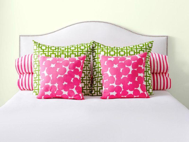como colocar cojines en la cama combinacion en tonalidades