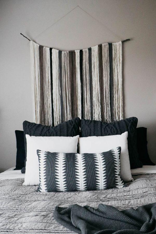 como colocar cojines en la cama en armonia con adornos