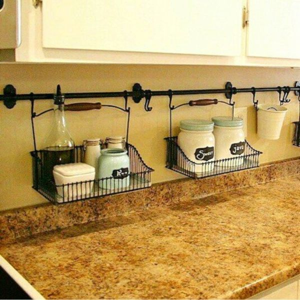 como organizar mi cocina pequeña con elementos metalicos