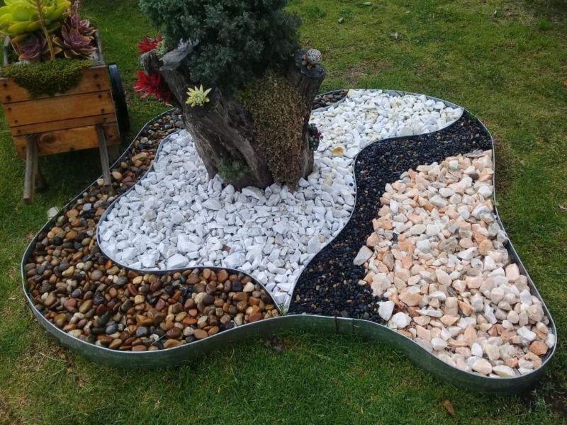 ideas de jardines con piedras mezclas de colores