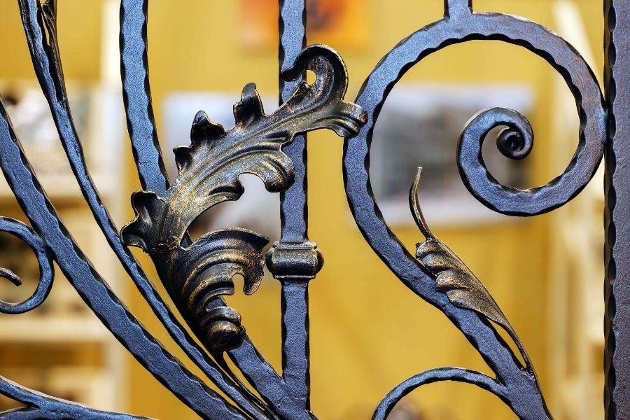 diseños de portones de metal ornamentos forjados